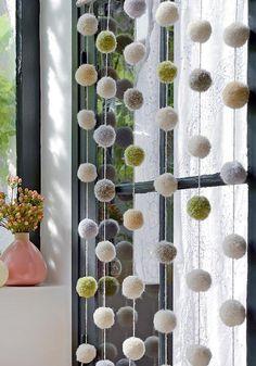 DIY déco : guirlande de pompons - pompom guirland DIY / Marie Claire Idées