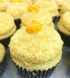 Ingredients: For the Cupcakes: 1 ½ cups graham cracker crumbs ½ cup all purpos. Pinoy Dessert, Filipino Desserts, Filipino Food, Filipino Dishes, Mango Cupcakes, Mango Cake, Cupcake Recipes, Baking Recipes, Dessert Recipes