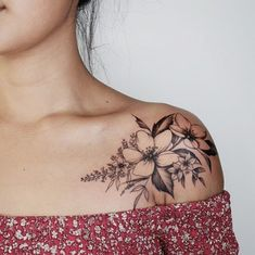 42 Amazing and meaningful collar bone tattoo for women - Tattoo Idea 42 - . - 42 Amazing and meaningful collar bone tattoo for women - Tattoo Idea 42 - . Front Shoulder Tattoos, Shoulder Tattoos For Women, Flower Tattoo Shoulder, Sleeve Tattoos For Women, Tattoos For Guys, Side Tattoos For Women, Tattoo Designs For Women, Beautiful Tattoos For Women, Tattoos For Women Flowers