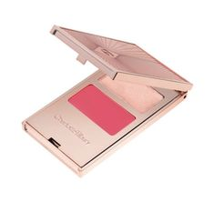 Filmstar On The Go is an Easy Look in a Palette for Filmstar glamour in a flash. A two-minute, two-step pocket-palette for a full eye-cheek-&-lip look on the go.   The two gorgeous, fresh, youthful creams are sheer, buildable and easy-to-handle in a dash. The lustrous Lip-to-Cheek Cream Polish contains a magic ingredient BerryFlux Vita that increases the dermal and epidermal Hyaluronic Acid that drenches the skin with moisture, and a special Microfine pigment technology makes sure your lips…