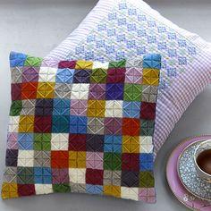 #1 of 3 For enlarged picture of front cushion click here... http://www.hendesverden.dk/handarbejde/broderi/Puder-med-uldbroderi-og-korssting/