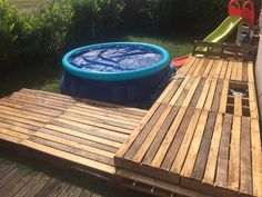 I made this deck, to make a cool ans relax environment around the swimming pool.