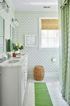 Beautiful Kelly green and white bathroom, keeping it fresh and light.