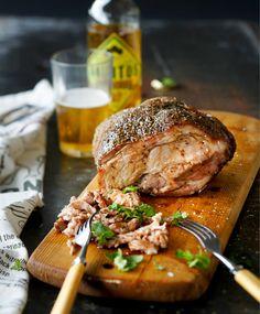 Nyhtöpossu // Pulled Pork Food & Style Elina Jyväs Photo Joonas Vuorinen Maku www. Pork Recipes, Cooking Recipes, Finnish Recipes, Joko, Coleslaw, Pulled Pork, Salmon Burgers, Nom Nom, Steak