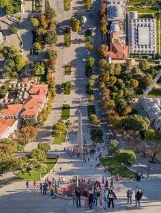 """O artista utiliza fotos de Istambul que ele editou, entortando-as em paisagens que são muito semelhantes às do filme """"Inception"""" (A Origem), como que se estivesse dobrando a realidade."""