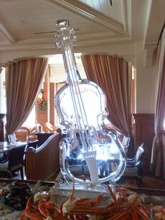 This sculpture hits just the right note!  #urbanveil #icesculpture #weddingplanning