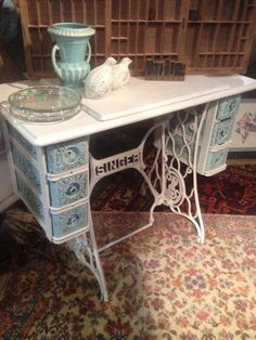 I was gifted with one these this week she will become shabby this week. Singer sewing machine table made shabby. Refurbished Furniture, Repurposed Furniture, Shabby Chic Furniture, Furniture Makeover, Painted Furniture, Diy Furniture, Antique Furniture, Sewing Machine Drawers, Sewing Machine Tables