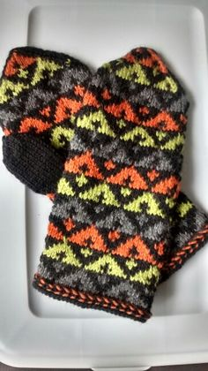 And another mittens Knitted Mittens Pattern, Knit Mittens, Knitted Gloves, Knitting Socks, Hand Knitting, Knitting Patterns, Knitting Projects, Crochet Projects, Rose Crafts