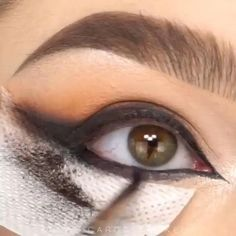 It is quite tough to blend the shades perfectly but we are here to help you out. Here are 5 Steps to Do Smokey Eyes Makeup. It is quite tough to blend the shades perfectly but we are here to help you out. Here are 5 Steps to Do Smokey Eyes Makeup. Eye Makeup Tips, Eyebrow Makeup, Makeup Goals, Makeup Inspo, Makeup Inspiration, Beauty Makeup, Hair Makeup, Makeup Meme, Makeup Trends