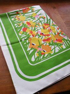 Vintage Floral Tablecloth w/ 8 Napkins Green by heartkeyologie, $32.00 this would go great in my kitchen all year!