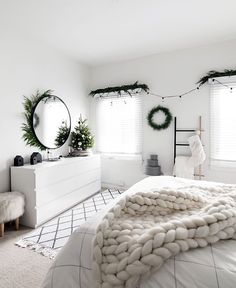 Christmas in the bedroom 2017 Decor for Christmas should definitely .- Kerst in de slaapkamer 2017 Decor voor kerstmis moet zeker zijn weg vinden naar … Christmas in the bedroom 2017 Decor for Christmas should definitely find its way to … - Room Ideas Bedroom, Bedroom Inspo, Cozy Bedroom, Master Bedroom, Bedroom Rugs, Teen Bedroom, Bright Bedroom Ideas, Bedroom Ideas For Couples Cozy, Master Suite