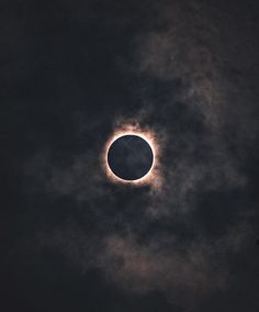 On August a total solar eclipse spanned the U. for the first time in 99 years. See photos of solar eclipse that captured the amazing sight. Eclipse Solar 2017, Lunar Eclipse, Total Eclipse, Dark Souls, Belle Photo, Night Skies, Scenery, Universe, The Incredibles