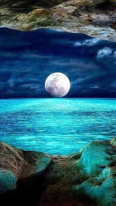 Science Discover Beautiful Moon Over the Ocean Beautiful World Beautiful Images Beautiful Sky Beautiful Ocean Pictures Beautiful Scenery Ciel Nocturne Image Nature Shoot The Moon Nature Pictures