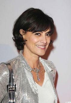 Ines de la Fressange - beautiful haircut and grey sparklies