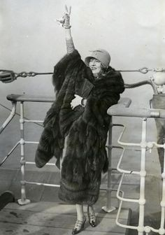 I don't believe in wearing fur! .... but I love this photo. .....1920s bon voyage