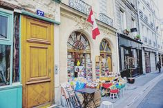 A complete guide to the Latin Quarter in Paris, France. What you should see, do, visit, shop and eat in the 5e arrondissement of the city of love.