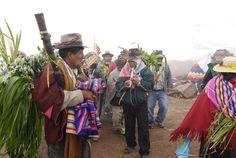 Músicos  aymara que  alientan  las  energías  sagradas  de  la  tierra  en la  fecundación  de  la  misma.