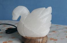 This white Himalayan salt lamp swan is handcrafted and looks stunning when lit. This salt lamp is used with and usb and changes colour. This white Himalayan salt lamp is the perfect gift. Pink Salt Lamp, Salt Rock Lamp, White Himalayan Salt Lamp, Swan, Candle Holders, Glow, Usb, Candles, Colour