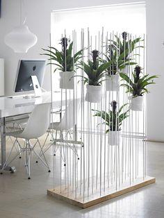 Vaak wil je een ruimte afscheiden en roomdividers zijn daar de perfecte oplossingen voor. Maar een roomdivider van planten zie je niet zo snel in huis.