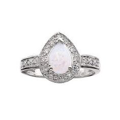 THIS IS WHAT I WANTTTT!!! I am so in LOVE with opals!   Beautiful Opal Engagement Rings
