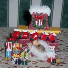 """CHARMING TAILS  """"Stocking Up For Santa""""  87/171"""