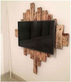 Mounted Tv Decor, Wall Mounted Tv, Homer Decor, Bird Houses Diy, New Homes, Sweet Home, Woodworking, House Design, Wooden Pallet Projects