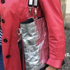 Schlichte Tasche nähen – einfacher Grundschnitt - crearesa.de Red Leather, Leather Skirt, Leather Jacket, Simple Bags, Sew Simple, Sequin Skirt, Sequins, Tops, Skirts