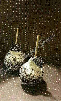 Oreo apple (oreo desserts caramel) Gourmet Caramel Apples, Desserts Caramel, Oreo Desserts, Baking Desserts, Plated Desserts, Oreos, Granny Smith, Chocolate Shop, Chocolate Tarts