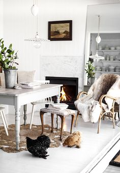 Lovely living room. Vintage touches, quirky elements and two chickens :-)