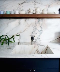 Beautiful pink marble counter & sink designed by Brooklyn-based Elizabeth Roberts. Terrific post on marble. via Remodelista Deco Design, Küchen Design, Home Design, Interior Design, Design Trends, Design Ideas, Plan Design, Interior Ideas, Kitchen Interior