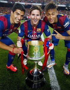 eo Messi, Neymar Jr and Luis Suárez are top 3 players, according to l'Equipe Leo Messi, Neymar Jr i Luis Suárez, els millors futbolistes Barcelona E Real Madrid, Lionel Messi Barcelona, Barcelona Soccer, Barcelona Spain, Messi And Neymar, Messi Soccer, Messi 10, World Football, Barcelona