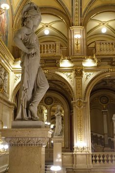 Wiener Staatsoper. Vienna, Austria.  Photo: Elena Dolgova (Jelena Fiala) Honeymoon Pictures, Classical Architecture, Old Town, Vienna, Rsvp, Cool Photos, Lion Sculpture, Bucket, Colorful