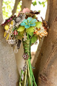 Broach Bouquet.... love the ribbon wrapping idea and the use of flower broaches that make it look more like a regular bouquet