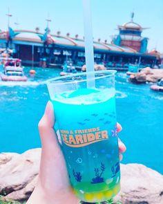 Disney Desserts, Disney Drinks, Disney Cups, Disney Snacks, Fun Drinks, Yummy Drinks, Yummy Food, Disney Disney, Comida Disneyland