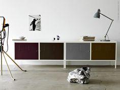 Plåtskåpet IKEA PS har länge varit en av våra absoluta favoritprodukter. En riktig klassiker som kom till IKEA varuhusen redan på 90-talet! Idag är det #tbt på Livet Hemma och vi tipsar om ett stilsäkert DIY med industriell inspiration. Färg är det bästa knepet för att göra det enkelt!