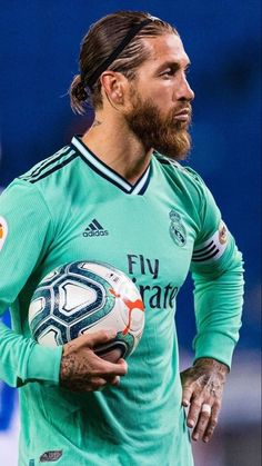 Clasico Real Madrid, Real Madrid Wallpapers, Real Madrid Players, Sports Celebrities, Football Wallpaper, Soccer Players, Ronaldo, Champion, Mens Tops