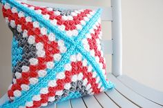 Retro Granny Square Pillow, free pattern by B.hooked Crochet (video CAL too, wow) : thanks so for sharing with us all xox