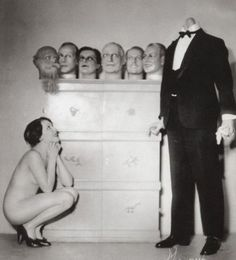 *I'm not sure if I should laugh or cry. creepy scary weird old photos Vintage Bizarre, Creepy Vintage, Funny Vintage, Art Om, Images Terrifiantes, Black White Photos, Black And White, Tv Movie, Creepy Pictures