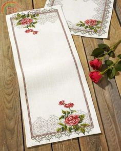"Table runner ""Kamelia"""
