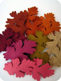 Tree keychains, leaf hair clips and woodland accessories by hi tree. Foam Crafts, Fabric Crafts, Diy Crafts, Felt Leaves, Leaf Template, Felt Decorations, Felt Patterns, Leaf Art, Wool Applique