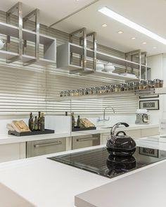 Cozinha | por Bohrer Arquitetura para Plaenge | @plaenge © Fellipe Lima • Fotografia de Arquitetura