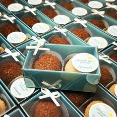 Bread Packaging, Dessert Packaging, Bakery Packaging, Cookie Packaging, Food Packaging Design, Hot Chocolate Gifts, Chocolate Bomb, Chocolate Shop, Chocolate Truffles