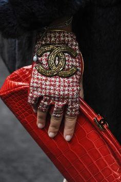 Chanel hand glove #chanel #fashion #diva