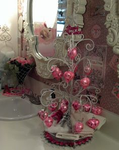 """This wire """"tree"""" is amazing with the vintage hearts on it. Maybe I could make one, hmmm..."""