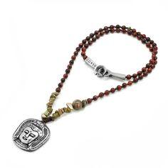 Collar de Piedras Semipreciosas. Broche y Pendiente de Cabeza de Buda en Acero.