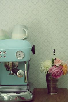 Light blue expresso machine. Yes please!