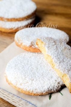 french almond discovered by frannieredman on We Heart It Biscotti Biscuits, Biscotti Cookies, Almond Cookies, Italian Cookies, Italian Desserts, Italian Recipes, Cookie Recipes, Dessert Recipes, Pain