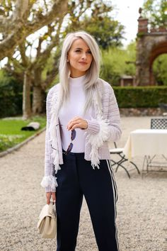 An Escape to the Thermal Caves of Grotta Giusti, Tuscany - Inthefrow Grey Hair Over 50, Long Gray Hair, Long Blond, Beautiful Blonde Girl, Beautiful Old Woman, Lilac Hair, Pastel Hair, Silver Fox Hair, Charcoal Hair