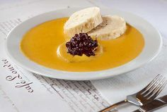 """""""Svíčková"""" - the most traditional of Czech dishes - It is a creamy sauce with bread dumplings, Beef Sirloin and topped with cranberry preserves! Prague Food, Bread Dumplings, Czech Recipes, Slovak Recipes, Braised Beef, Beef Recipes, Yummy Recipes, Vegan Recipes, Taurus"""