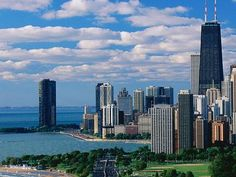 Our favourite photos taken around Chicago from Places To Travel, Places To Go, Chicago Usa, Chicago Illinois, Madison Wisconsin, The World's Greatest, Dream Vacations, New York Skyline, Skyscraper